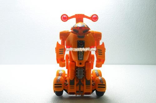 Từ oto chuyển thành robot linh hoạt